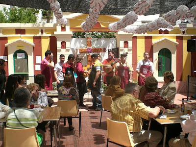 """Vídeos de la comparsa """"Plaza del sol"""" en la Cruz de la Borriquita"""