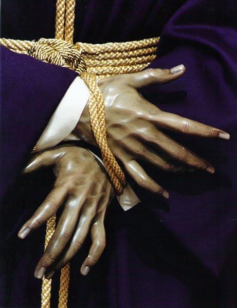 El Señor de las Penas sufre la amputación de un dedo de la mano izquierda