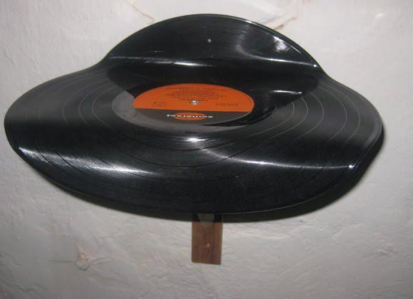 dekoidee 7 regale aus alten venyl schallplatten. Black Bedroom Furniture Sets. Home Design Ideas