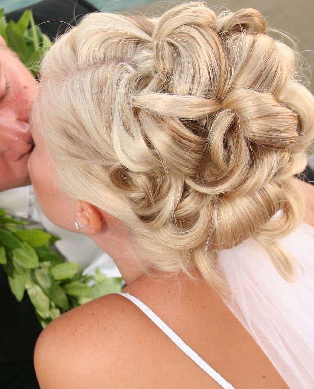 Formal hairstyles are necessary for formal events such as proms, homecoming,