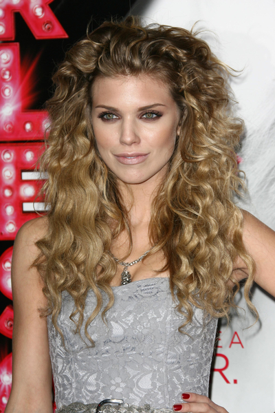 AnnaLynne McCord's curly, long hairstyle