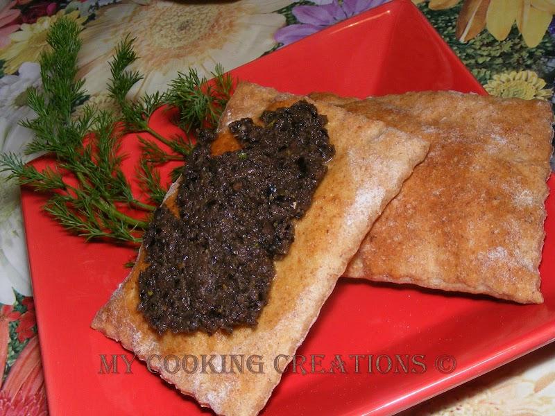 Диетични крекери с маслинена паста