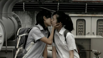 Samantha Tan and Ezann Lee, Lesbian Kiss