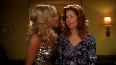 Dana Delany and Julie Benz , Lesbian Kiss