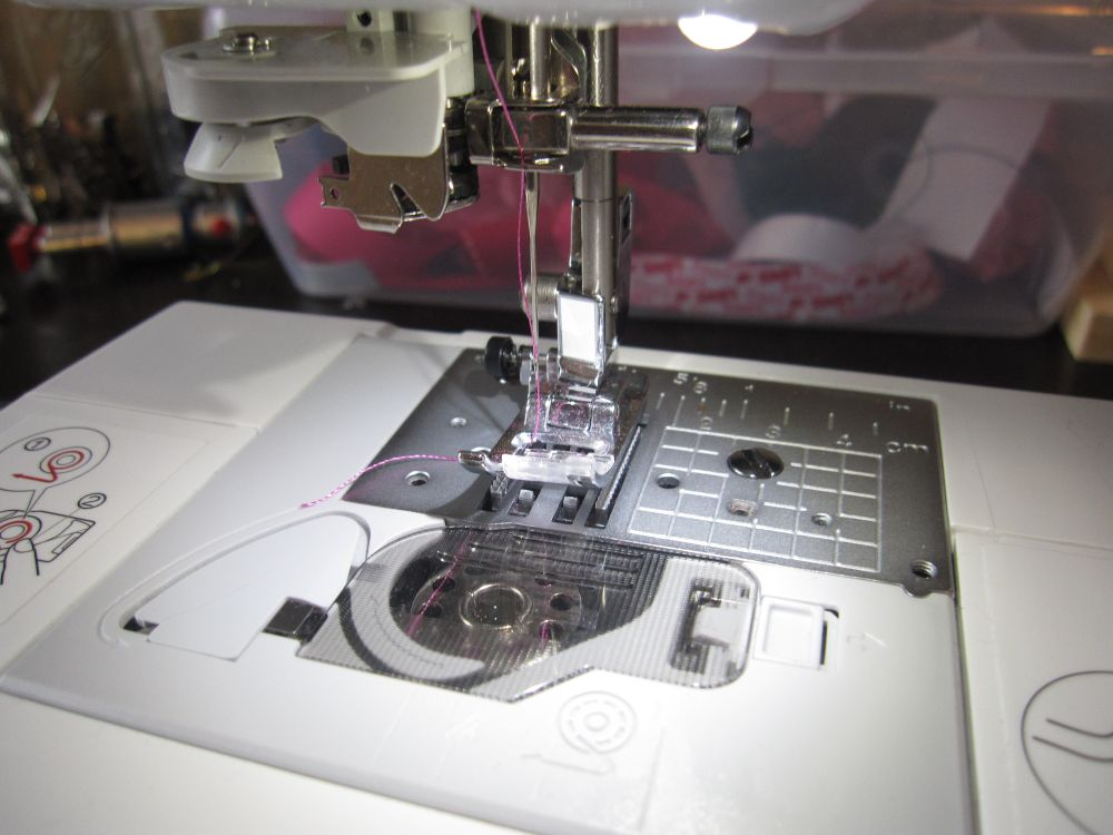 sewing machine that sews by itself