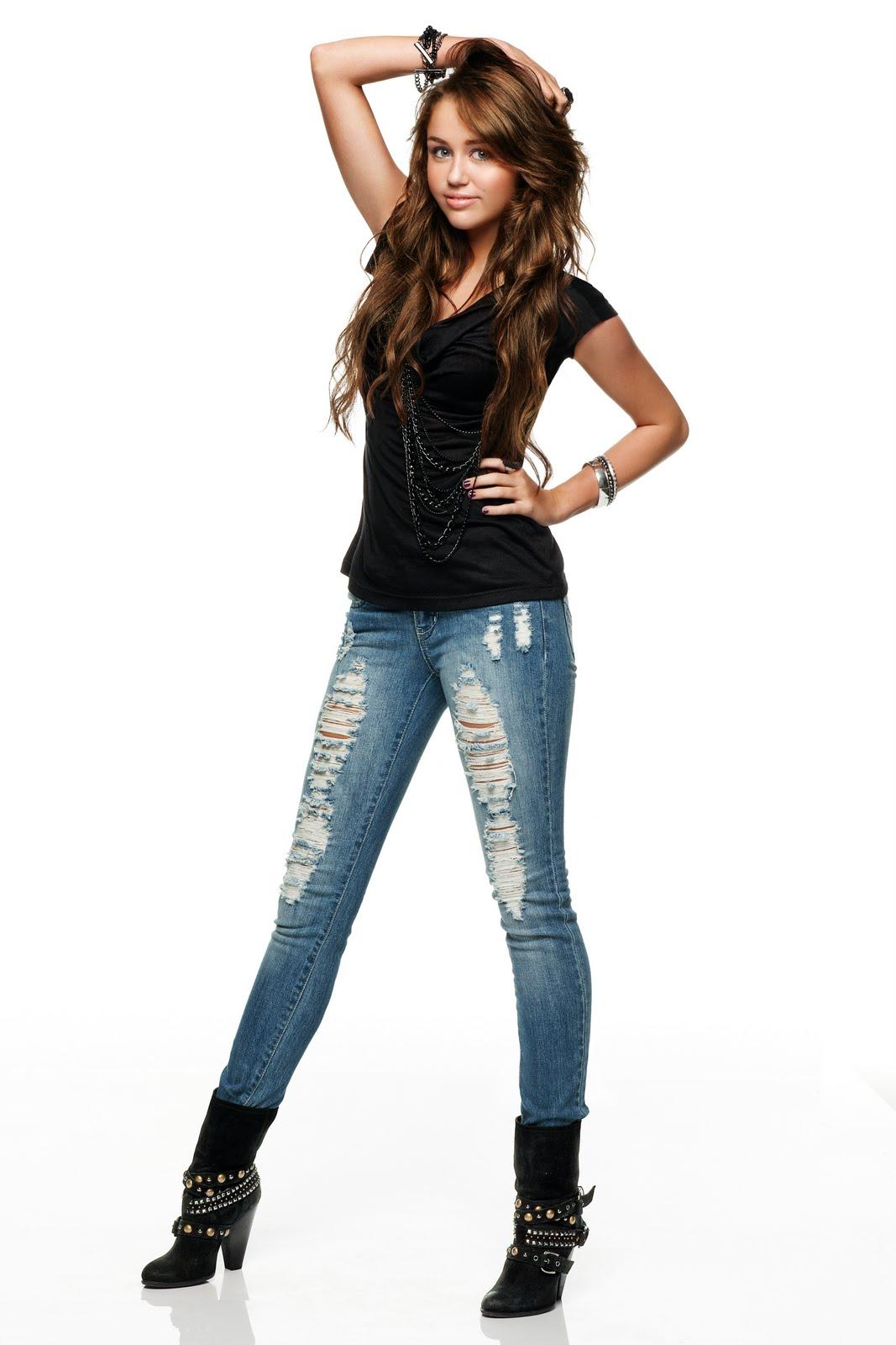 http://3.bp.blogspot.com/_U4WHdC84WW4/S-wGJsP63xI/AAAAAAAAAYA/UzMOLsBE1EM/s1600/Miley+Cyrus+-+Walmart+Clothing+Photoshoot+01.jpg