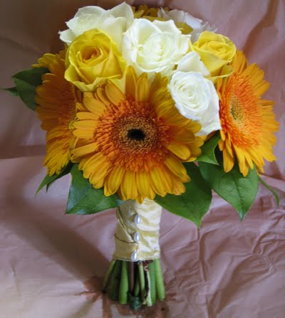 Yellow Wedding Flowers on Yellow Rose Wedding Bouquets Image