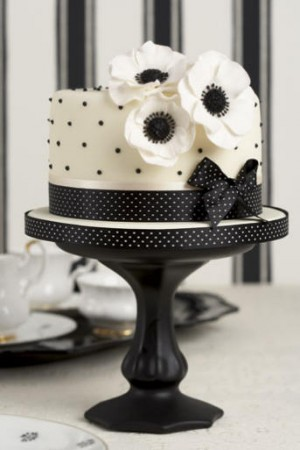 Simple one tier anemone black and white cake perfect for a small wedding or