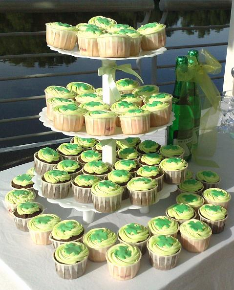 The following two green wedding cupcake designs come from Cake Pantry
