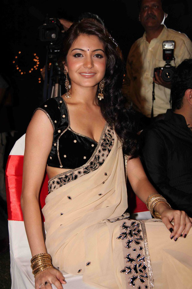 Hot Anuska Sharma in Saree
