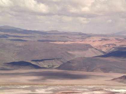 Pueblo de Antofalla sobre la margen occidental del salar (3900 m.s.n.m)