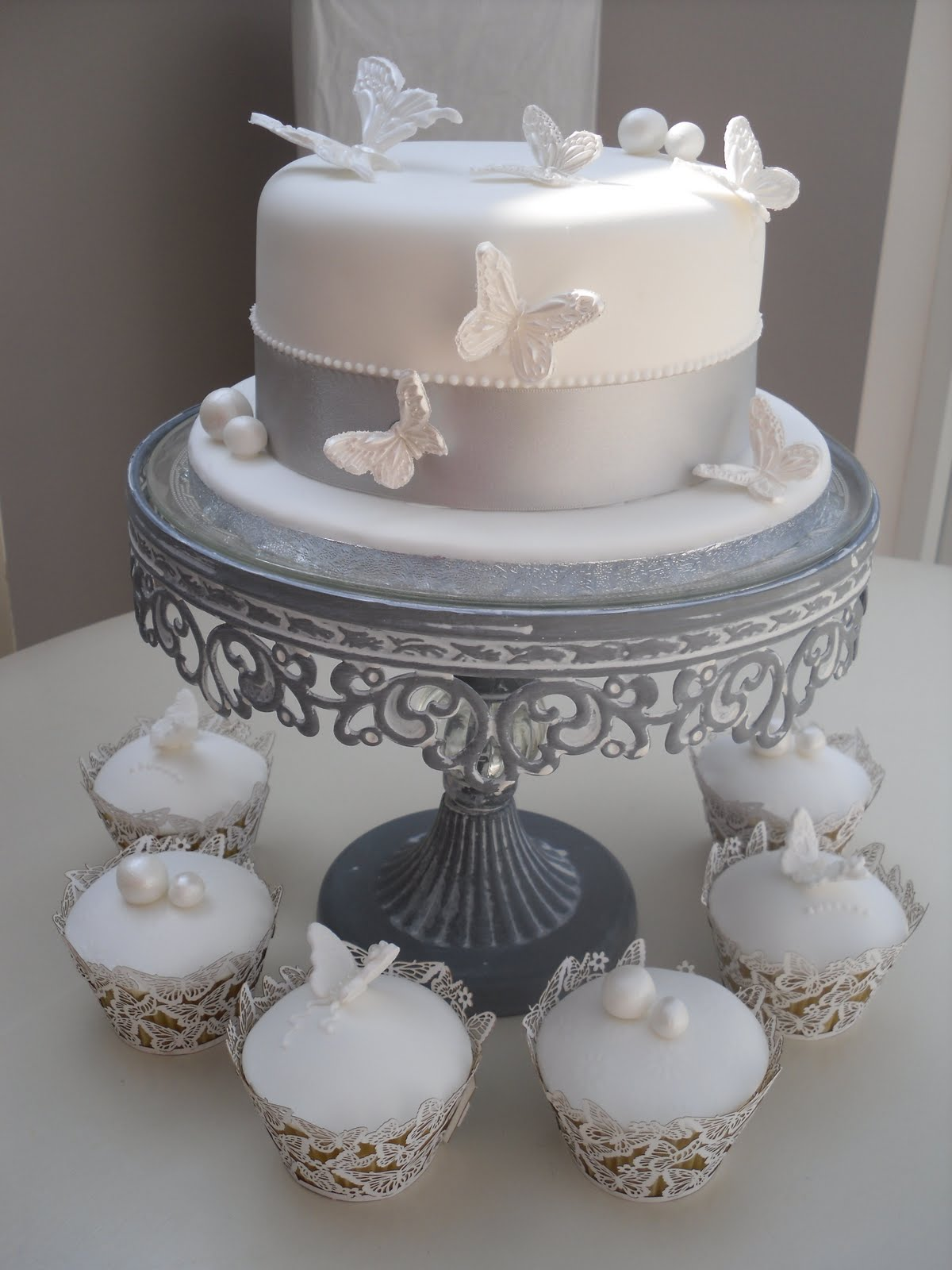 Katies cupcakes 30th pearl wedding anniversary for 30th wedding anniversary decoration ideas