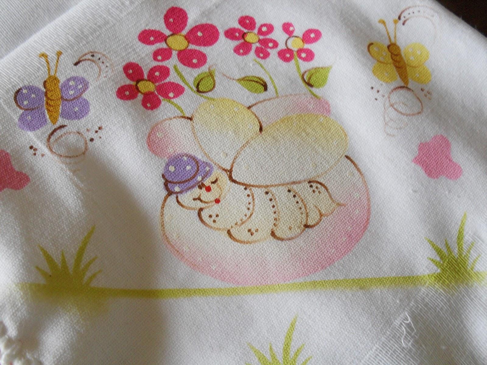 Fraldas pintadas com moldes vazado