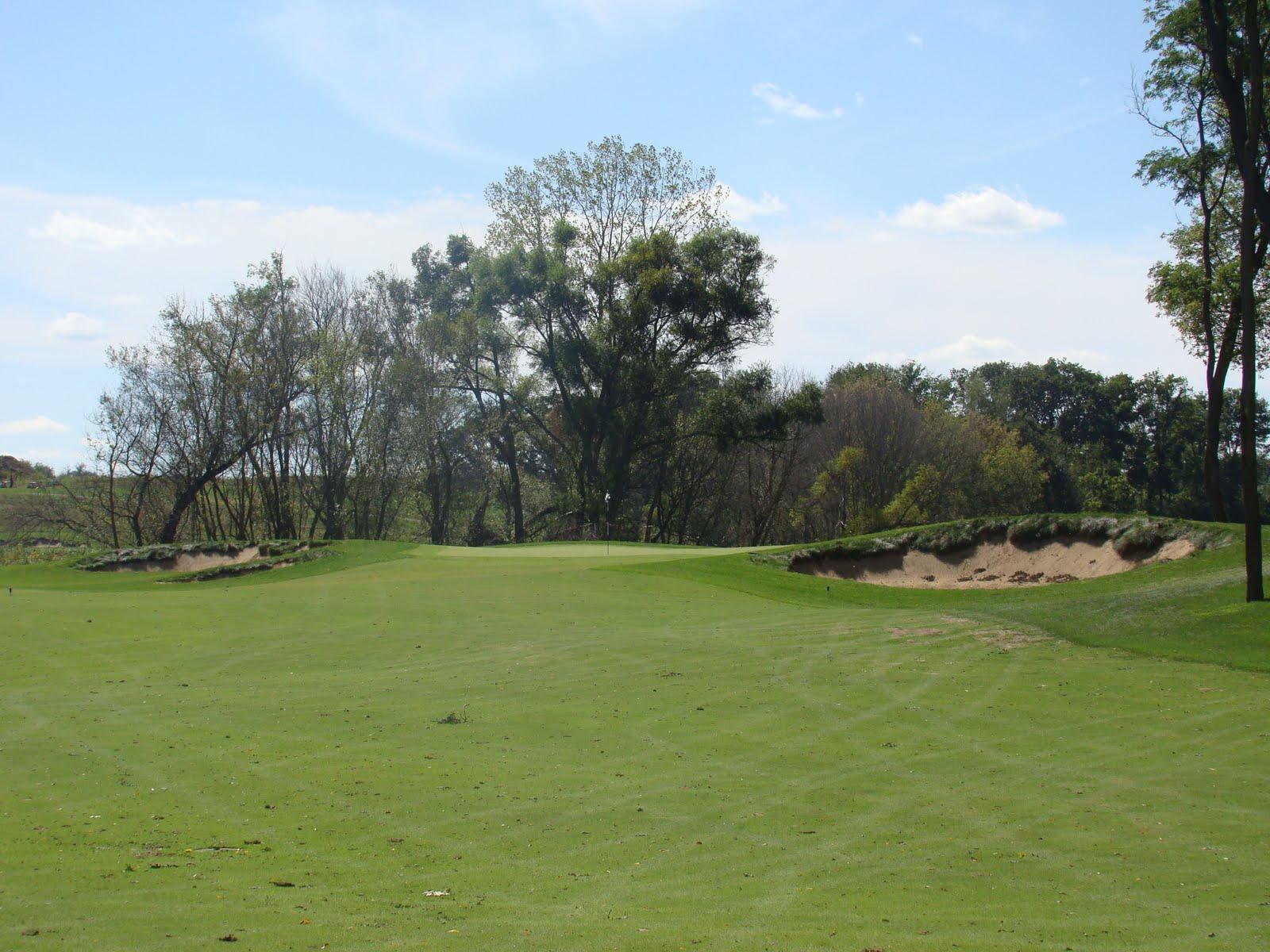 golf pic of the week bowes creek par 4 11th. Black Bedroom Furniture Sets. Home Design Ideas