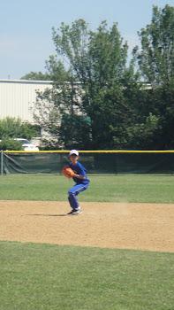Atleta Massao na segunda base