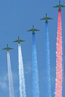 самолеты след в небе