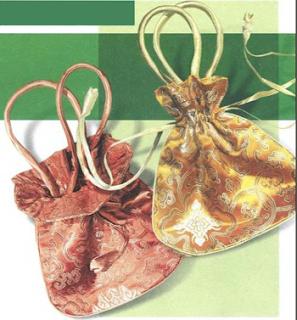 Объемная сумка с завязками у горловины