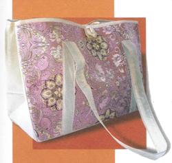 Это обычное объемная сумка, однако у нее есть своя изюминка.