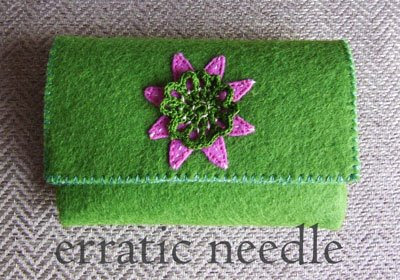 carteira em feltro verde