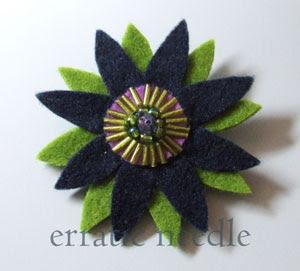 brooch; felt; feltro; handmade; pregadeira; alfinete; black; flower