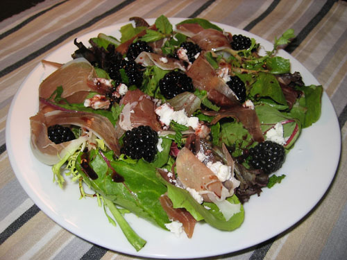 Blackberry Salad with Blackberry Vinaigrette on Closet Cooking