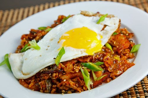 Kimchi Bokkeumbap (Kimchi Fried Rice)