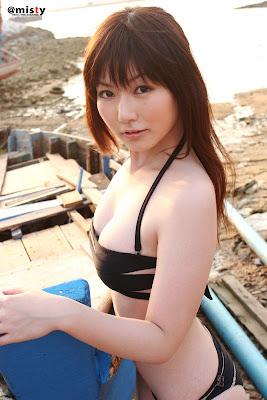 Kyomoto Yuka Asian Girl Beauty with her sexy bikini