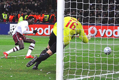 Emmanuel Adebayor of Arsenal scores his team's second goal to give the Gunners a stunning 2-0 victory against the defending European champs AC Milan at the San Siro in Milan, Italy. The Gunners advance to the quarterfinals with the victory.