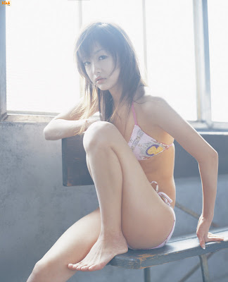 Kudo Risa : Cute Asian bikini girl