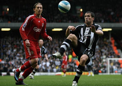 Michael Owen of Newcastle United in action with Lucas of Liverpool