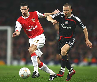 Robin van Persie of Arsenal (L) battles with Fabio Aurelio of Liverpool during the first half.
