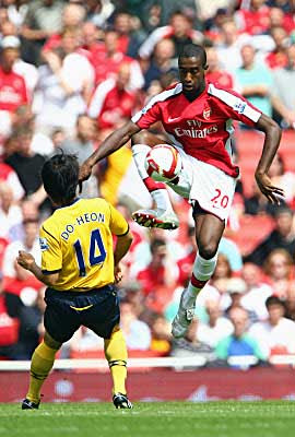 Johan Djourou of Arsenal (right) controls the ball next to Do-heon Kim of West Bromwich Albion during the Barclays Premiership league match between Arsenal and West Bromwich Albion at the Emirates Stadium on August 16, 2008 in London, England.