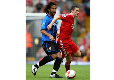 robbie Keane of Liverpool tackles Mido of Middlesbrough