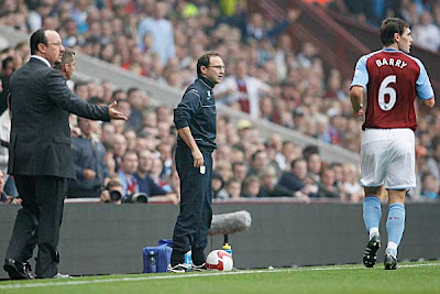 Aston Villa manager Martin O'Neill and Liverpool counterpart Rafael Benitez (left) stand on the sidelines as Gareth Barry of Aston Villa looks on during their Premier League match at Villa Park in Birmingham, England.