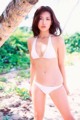 Haruna Yabuki : Sexy Bikini on Beach