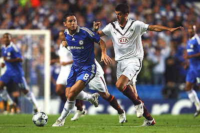 Frank Lampard of Chelsea and Fernando of Bordeaux battle for the ball during their UEFA Champions League Group A match at Stamford Bridge on September 16, 2008 in London, England.