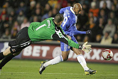 Chelsea striker Nicolas Anelka (right) beats Hull City goalkeeper Boaz Myhill to score