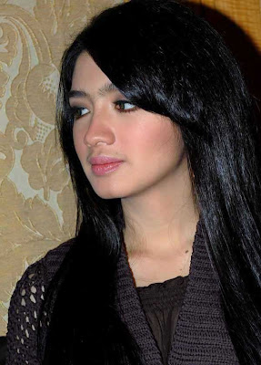 Beautiful Indonesian Girl : Angel Karamoy