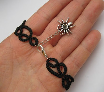 tatted bracelet, tatting, spinner, spider