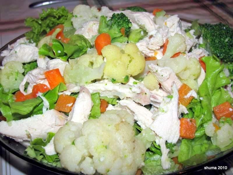 Приготовить салат цветной