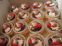 Cupcakes in round dome casing