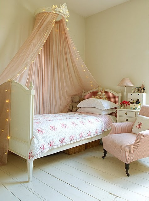 Living with little people love your work pretty princess for Little princess room