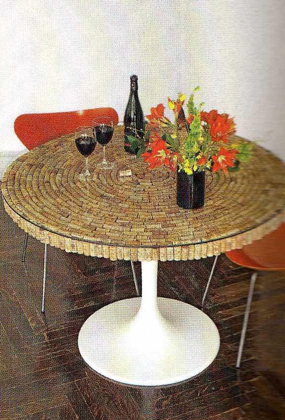 house+beautiful,+cork+table+2 edited O que fazer com rolhas de vinho.