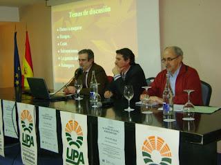 Roberto junto a representantes de Agroseguro