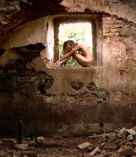 Gritos de soledad... dolor de abandonos... en mi piel las ansias de amar..