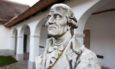 Bust de Haydn, davant la casa on va néixer. (Fotografia de David Levene.)