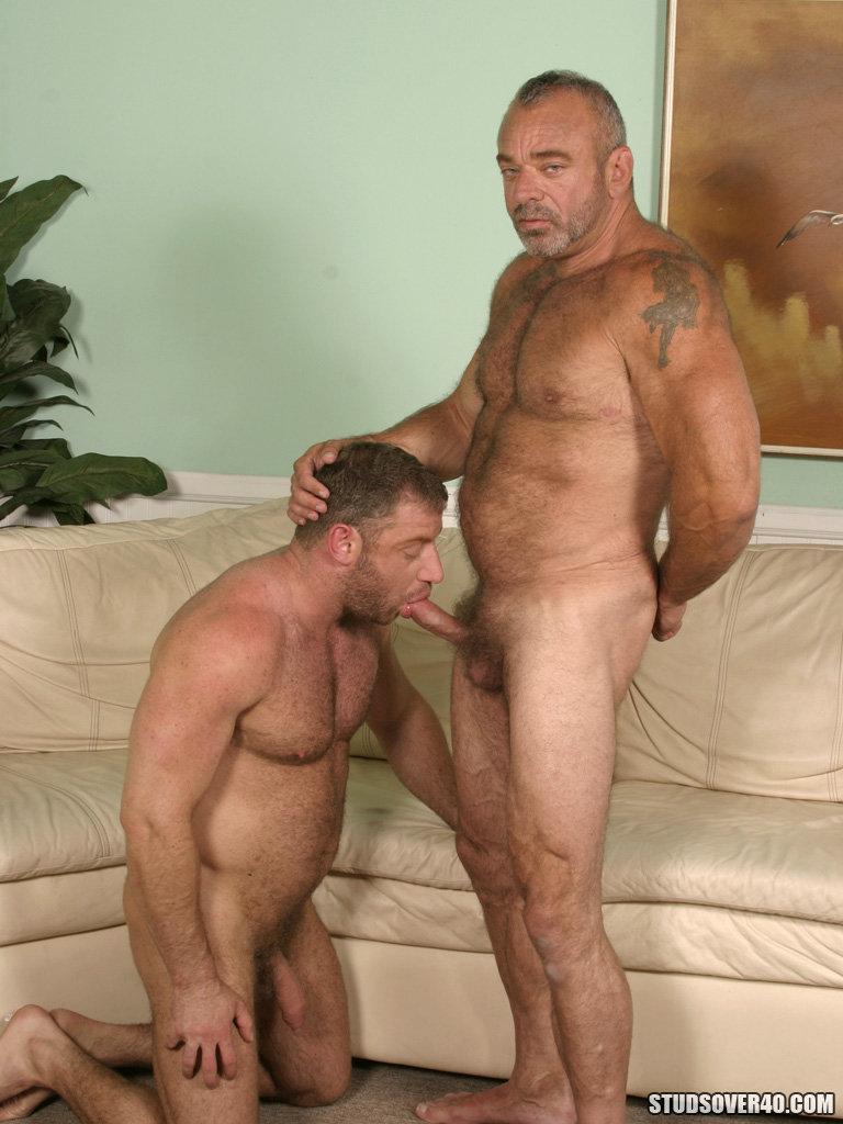 мужик трахает мужик мужика порно