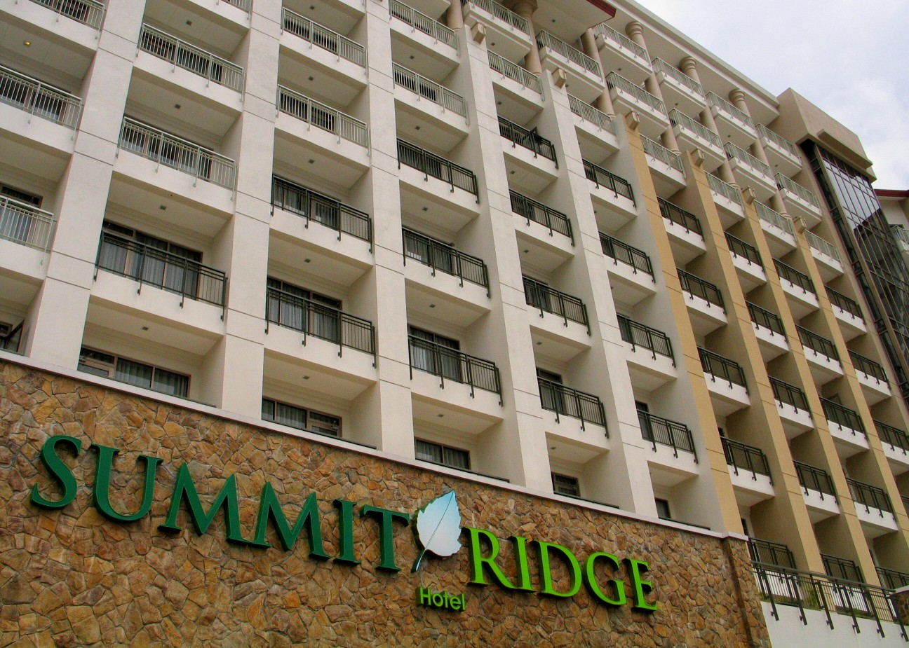 The world renowned Summit Ridge Hotel is just your neighborhood at Cool Suites at Wind Residences.