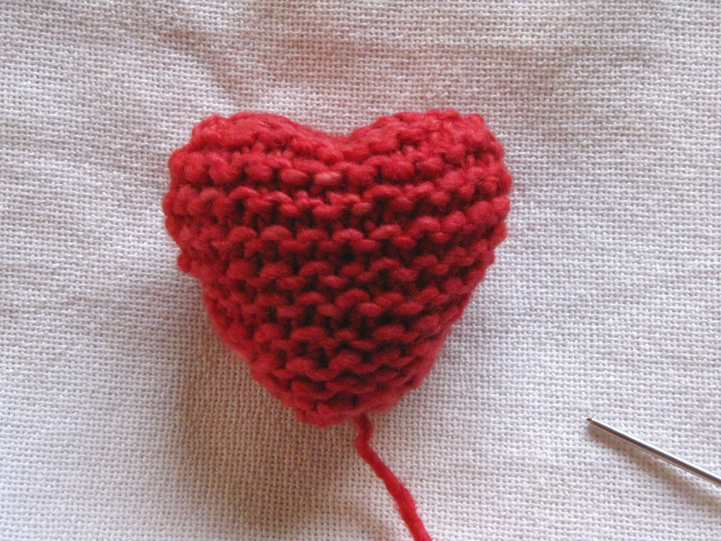 Knitting Hearts Together : Valentine heart knitting pattern tutorial natural suburbia