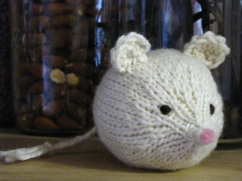 Knitting Pattern Free Mouse : A New Little Critter Pattern, a Knitted Mouse and a Feature on the Living Cra...